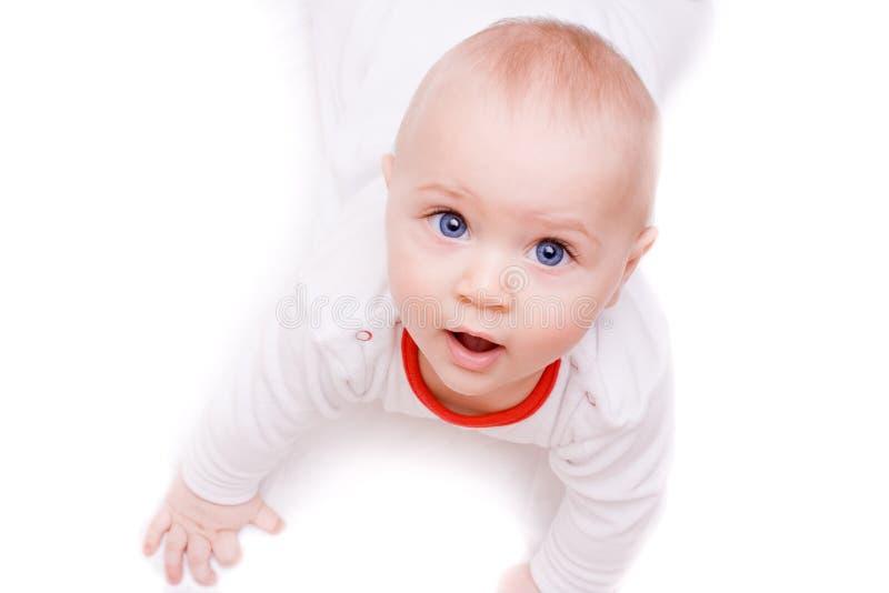 Bebé bonito que olha acima imagem de stock