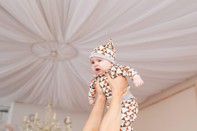 Bebé caucásico adorable Retrato de un bebé de tres meses fotografía de archivo libre de regalías