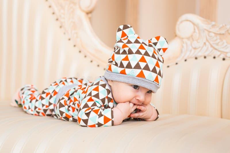 Bebé caucásico adorable Retrato de un bebé de tres meses foto de archivo