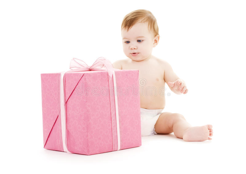 Bebé com a caixa de presente grande foto de stock royalty free