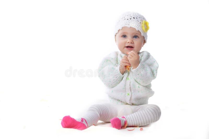 Bebé com flor vermelha foto de stock royalty free