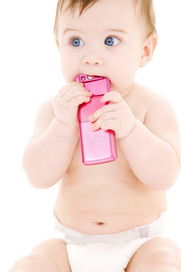 Bebé con el teléfono celular foto de archivo