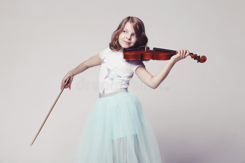 Bebé con el violín foto de archivo libre de regalías