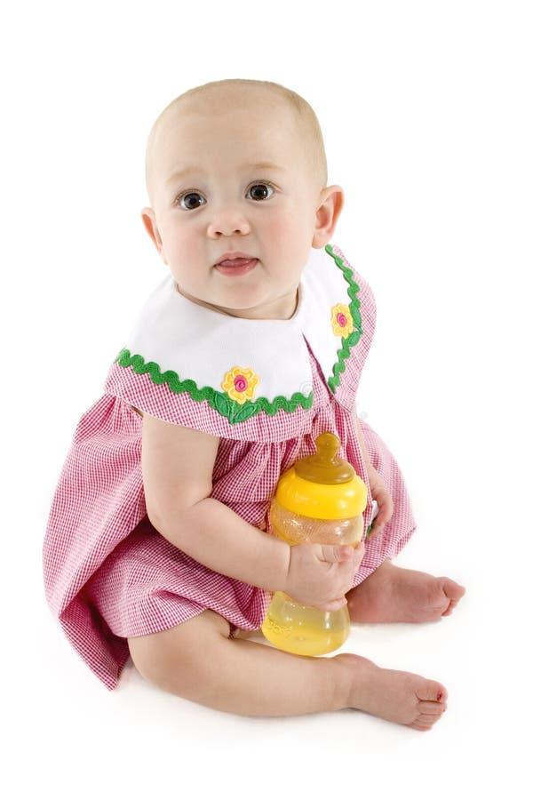 Bebé con la botella imagen de archivo libre de regalías