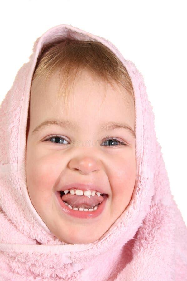 Bebé con la toalla foto de archivo libre de regalías