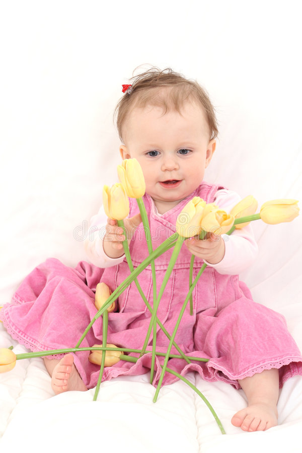 Bebé con las flores fotografía de archivo libre de regalías