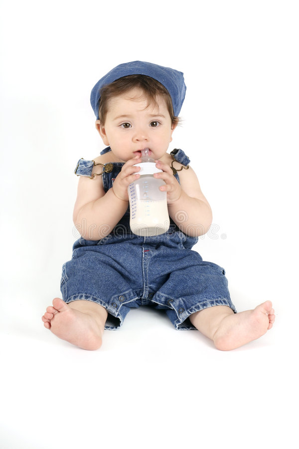 Bebé con una botella de leche fotos de archivo libres de regalías