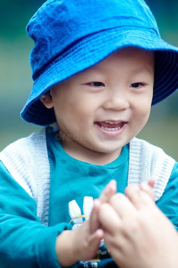 Bebé considerável fotografia de stock royalty free