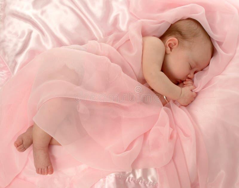 Bebé cubierto en color de rosa fotos de archivo libres de regalías