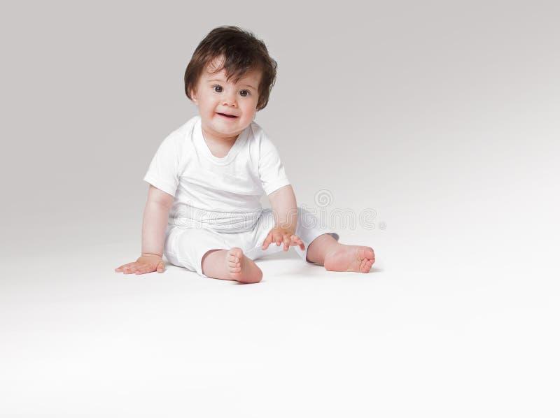Bebé de arrastre feliz Vista lateral imagenes de archivo