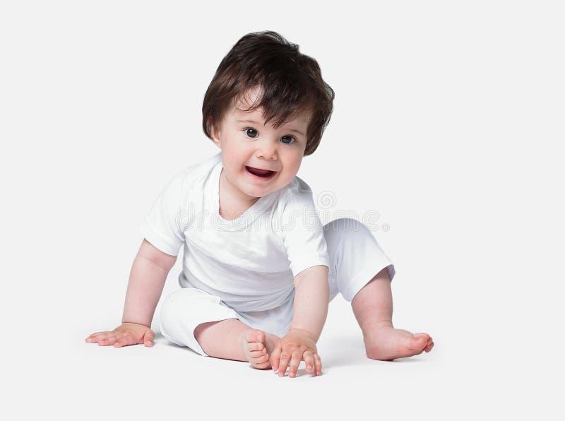 Bebé de arrastre feliz Vista lateral foto de archivo libre de regalías