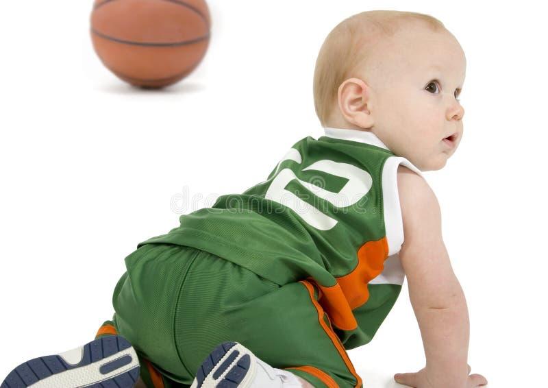 Bebé de la bola de la cesta imagen de archivo libre de regalías