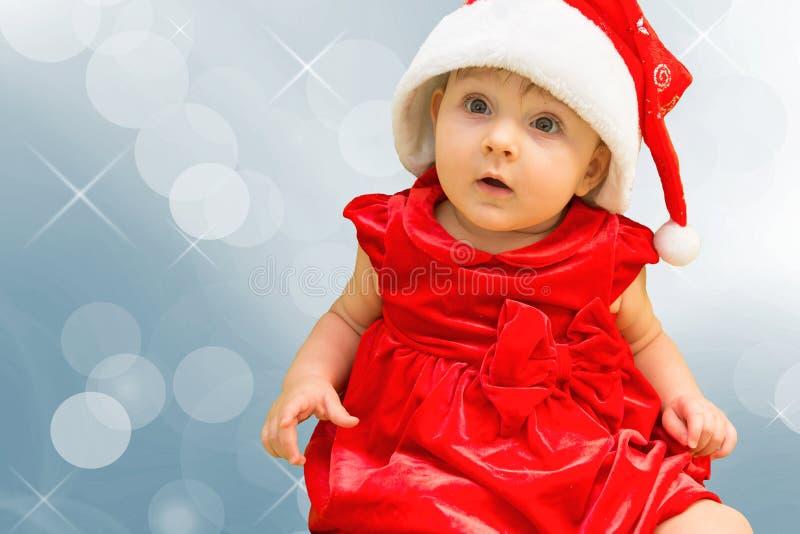 Bebé de la Navidad en sombrero del rojo de Papá Noel foto de archivo