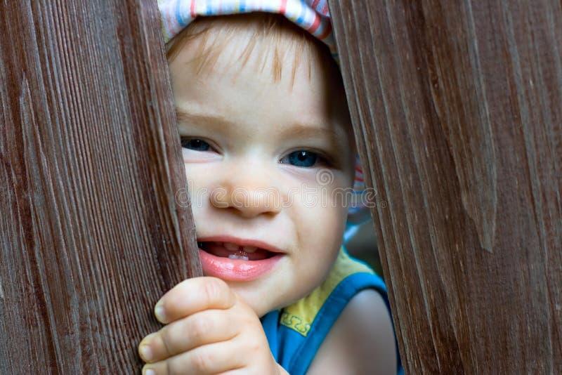 Bebé De Ocultación Imagen de archivo libre de regalías