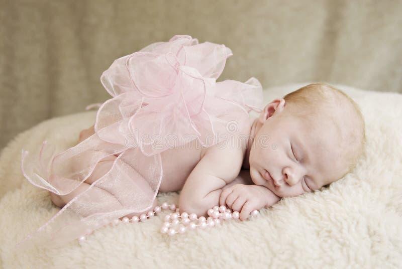 Bebé de sono com curva imagem de stock
