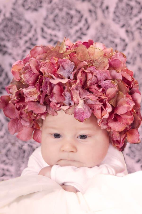 Bebé del sombrero de la flor fotografía de archivo