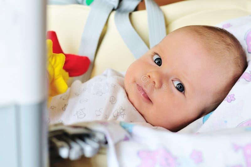 Bebé dulce en silla imagen de archivo libre de regalías