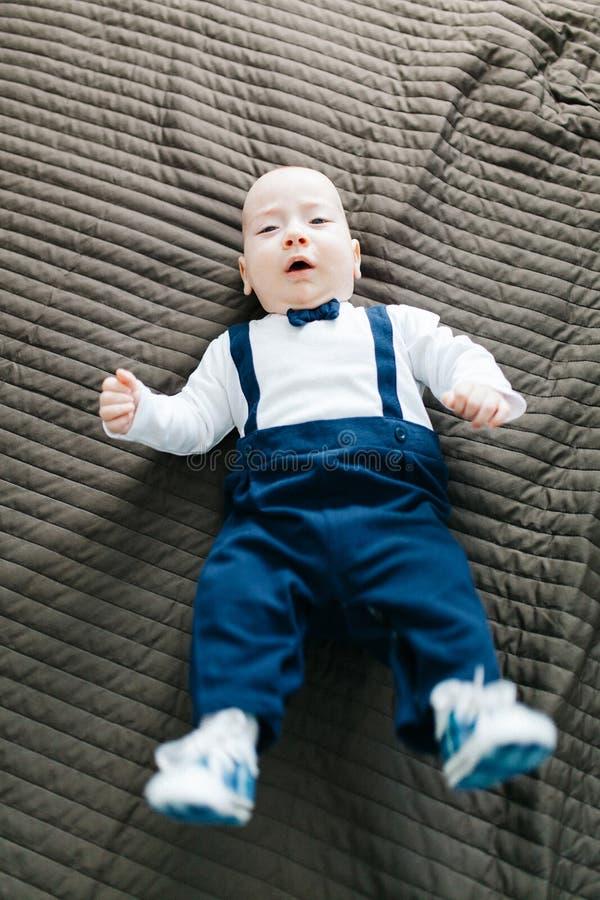 Bebé elegante imagen de archivo