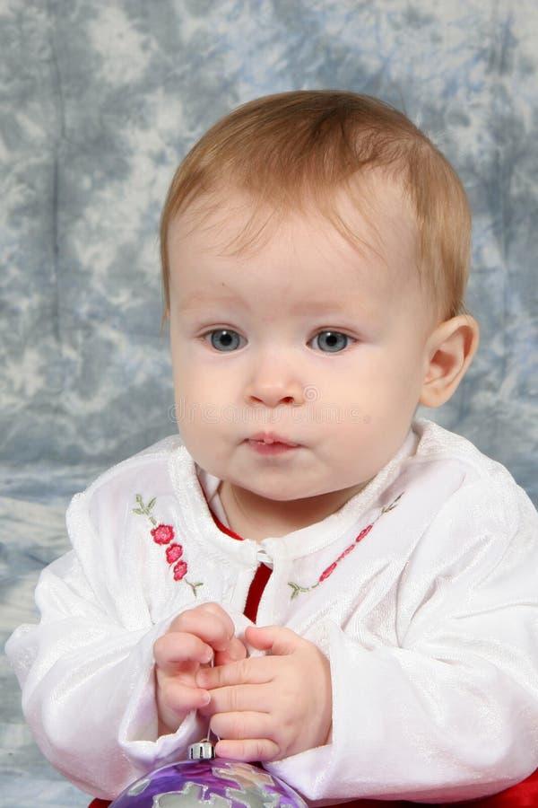Bebé en alineada de la Navidad imagen de archivo