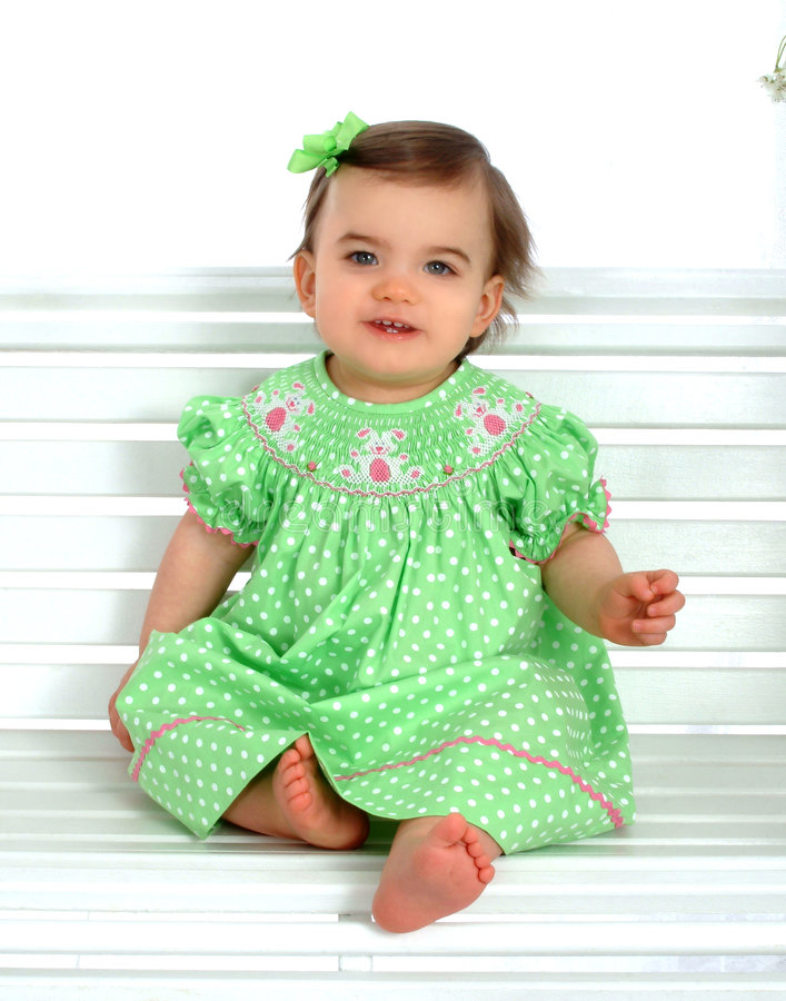 Bebé en banco imagen de archivo