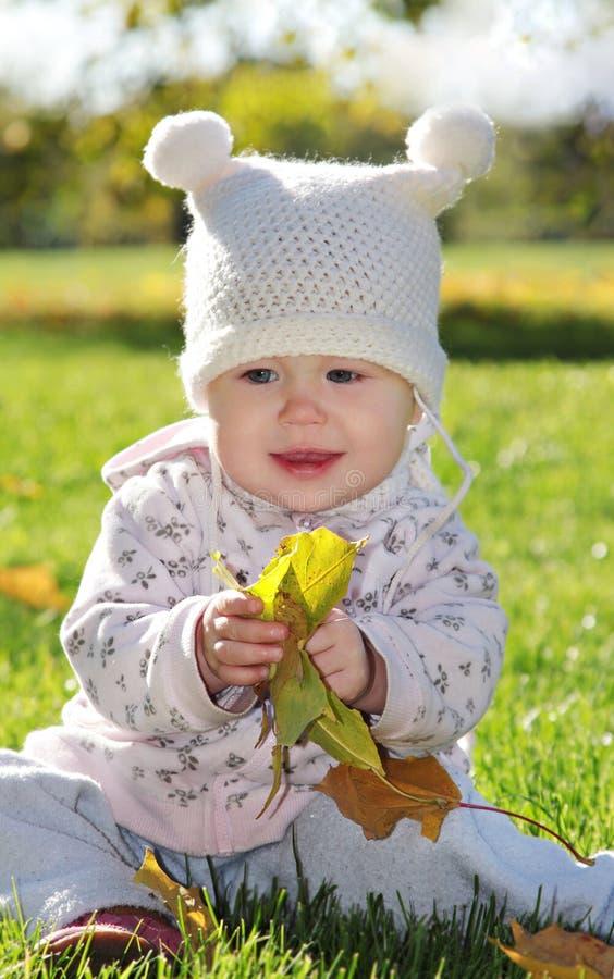 Bebé en el parque fotografía de archivo libre de regalías