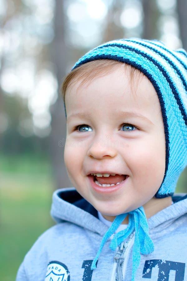 Bebé en el parque imagen de archivo libre de regalías