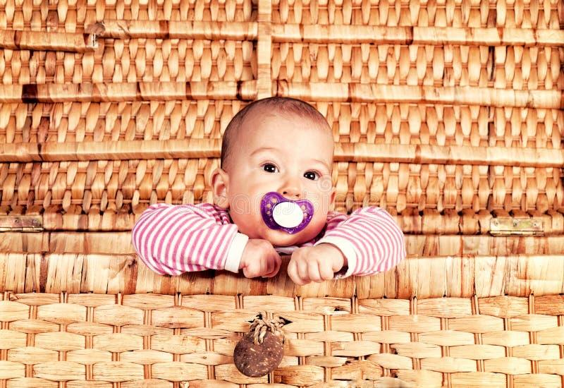 Bebé en el rectángulo fotografía de archivo
