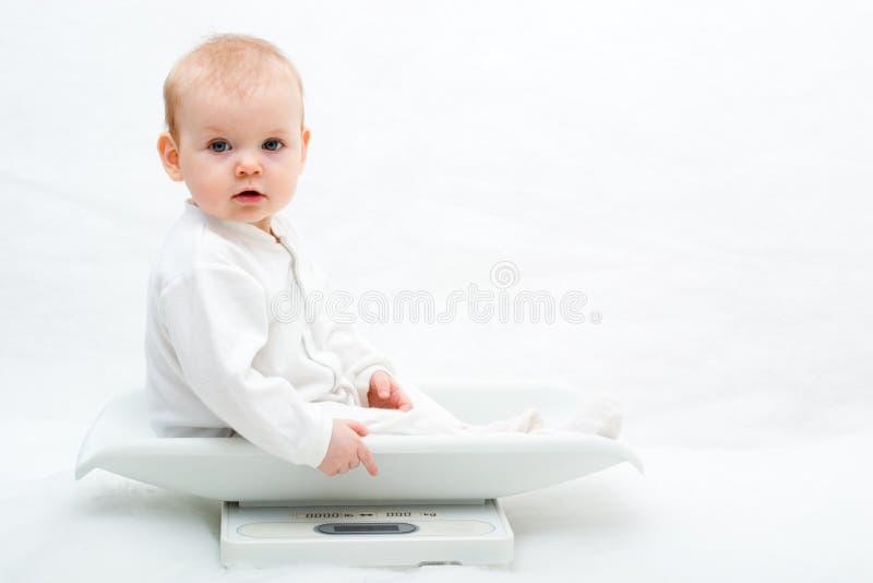 Bebé en escalas imagen de archivo libre de regalías