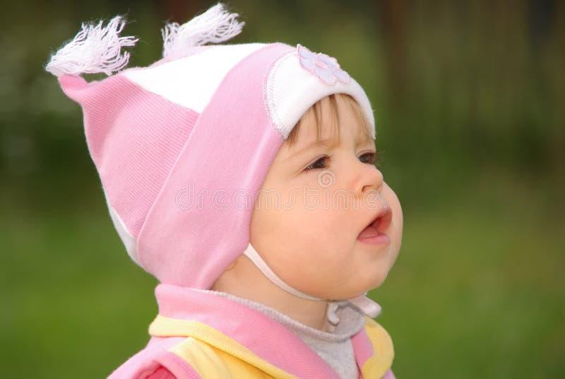 Bebé en la calle fotografía de archivo libre de regalías