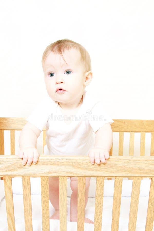 Bebé en la colocación en pesebre fotos de archivo libres de regalías
