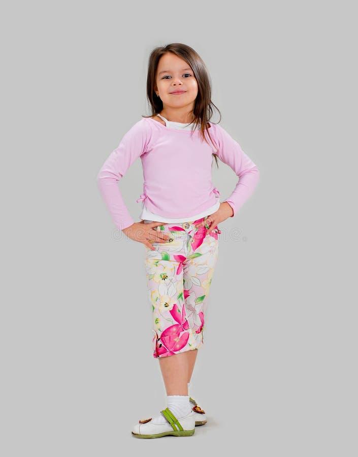 Bebé en ropa brillantemente coloreada fotografía de archivo libre de regalías