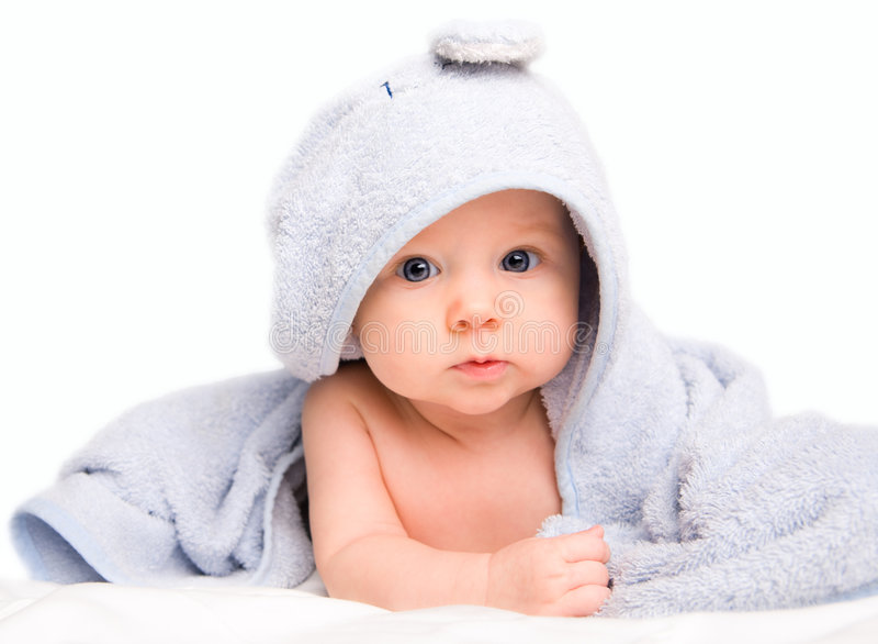 Bebé en toalla de baño imágenes de archivo libres de regalías