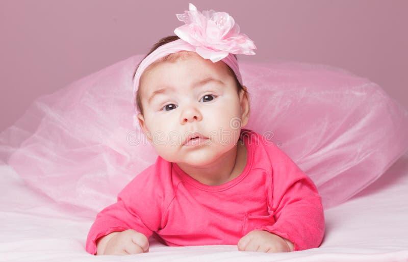 Bebé en tutú rosado imagenes de archivo