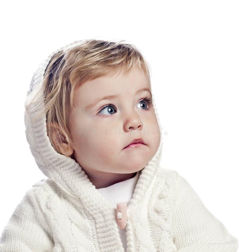 Bebé en un casquillo blanco fotografía de archivo