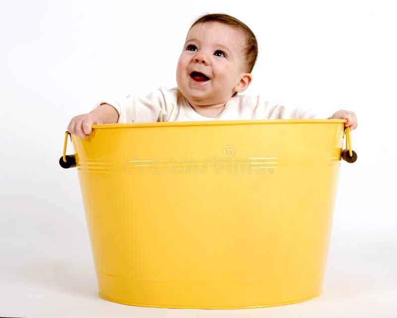 Bebé en un compartimiento imagen de archivo