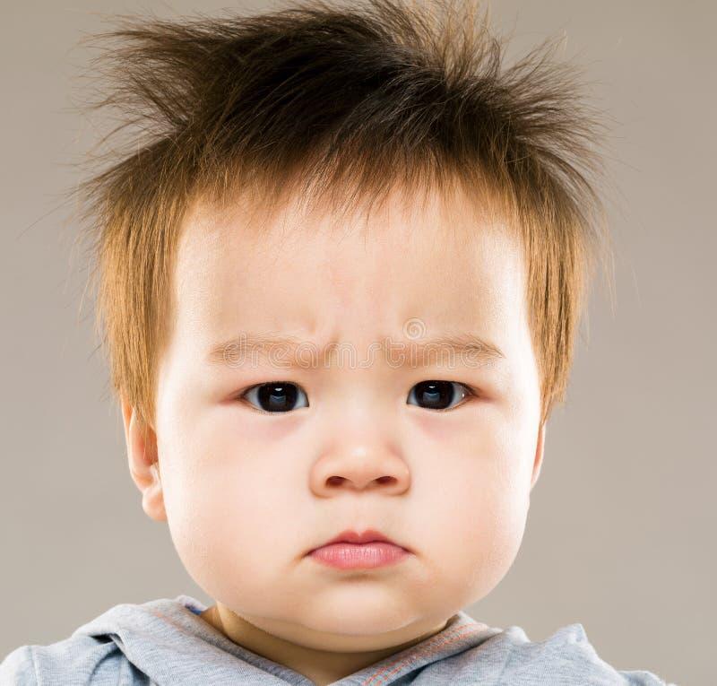 Bebé enojado imagen de archivo