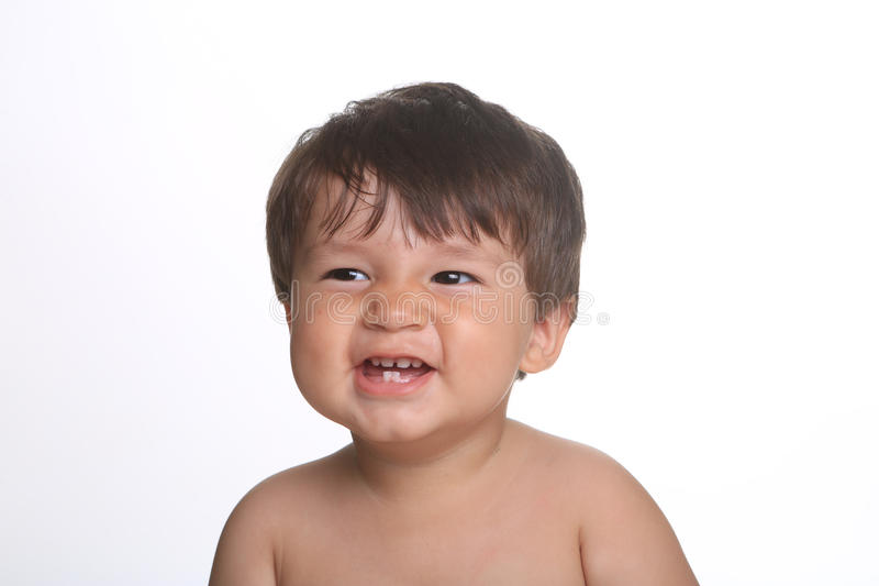 Bebé expresivo adorable feliz en un fondo blanco imagen de archivo