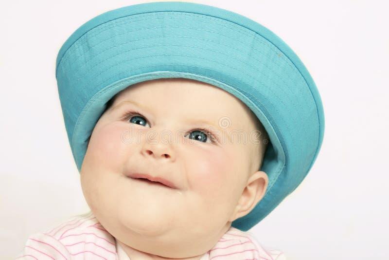 Bebé feliz en Sunhat fotografía de archivo