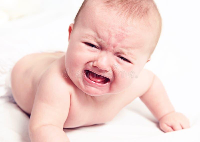 Bebé gritador en blanco foto de archivo libre de regalías