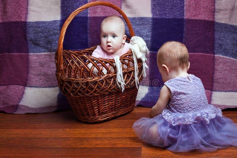 Bebé hermoso dos fotografía de archivo libre de regalías
