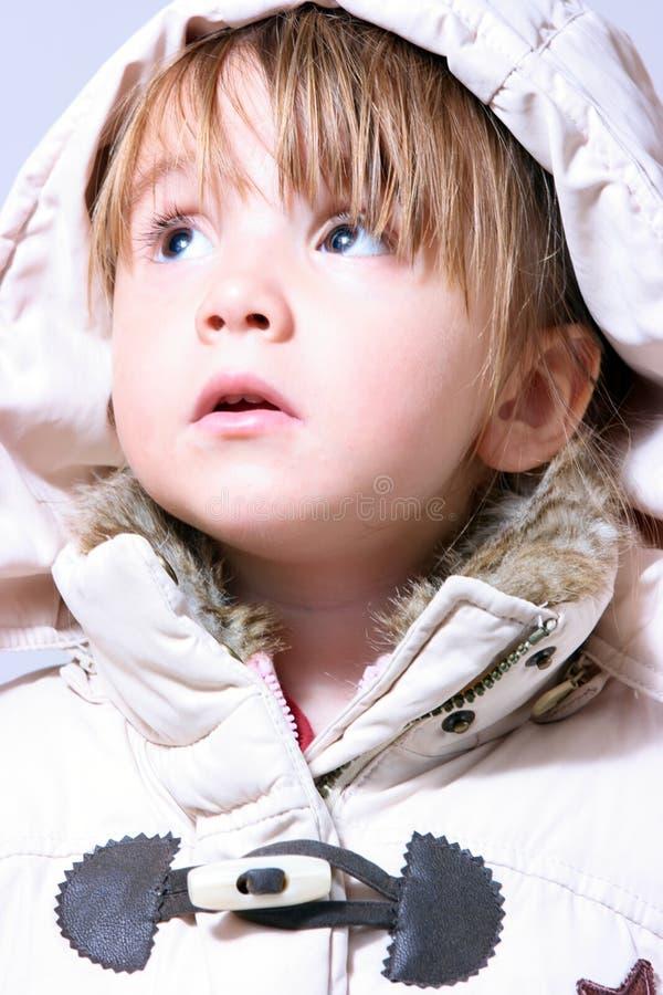 Bebé invierno-vestido encantador fotografía de archivo