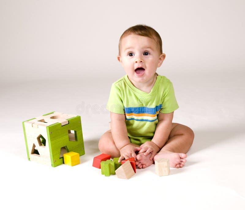 Bebé lindo con los juguetes fotografía de archivo libre de regalías