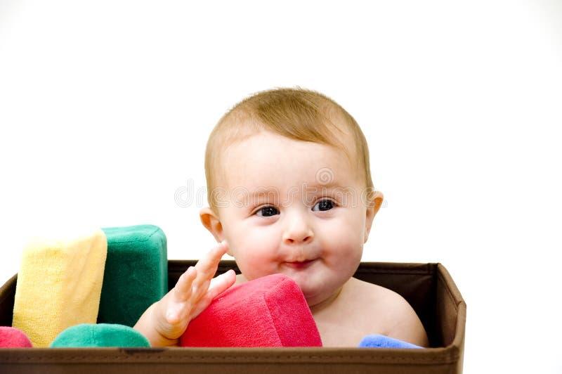 Bebé lindo con los juguetes imagen de archivo