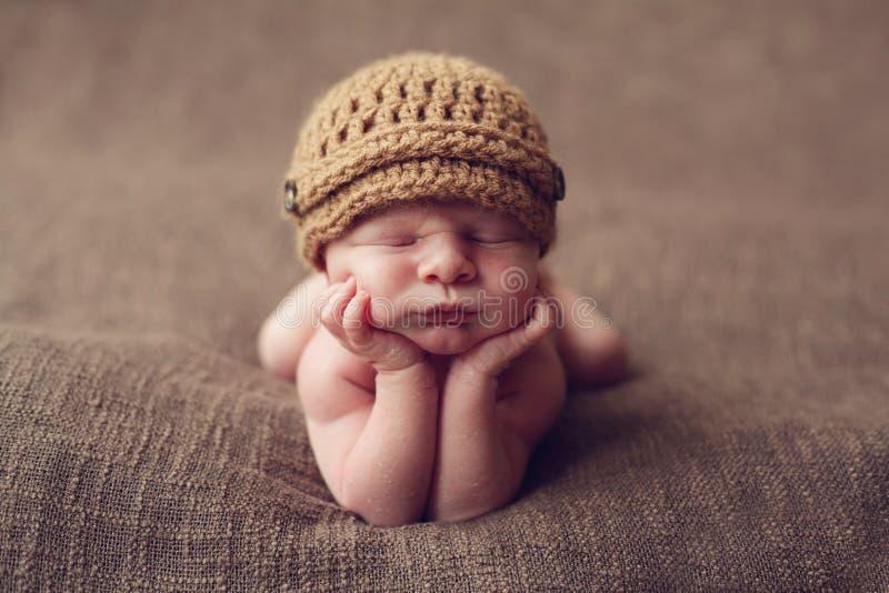 Bebé lindo en codos fotografía de archivo
