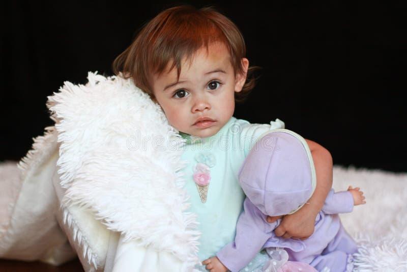 Bebé multicultural Cuddly fotos de stock