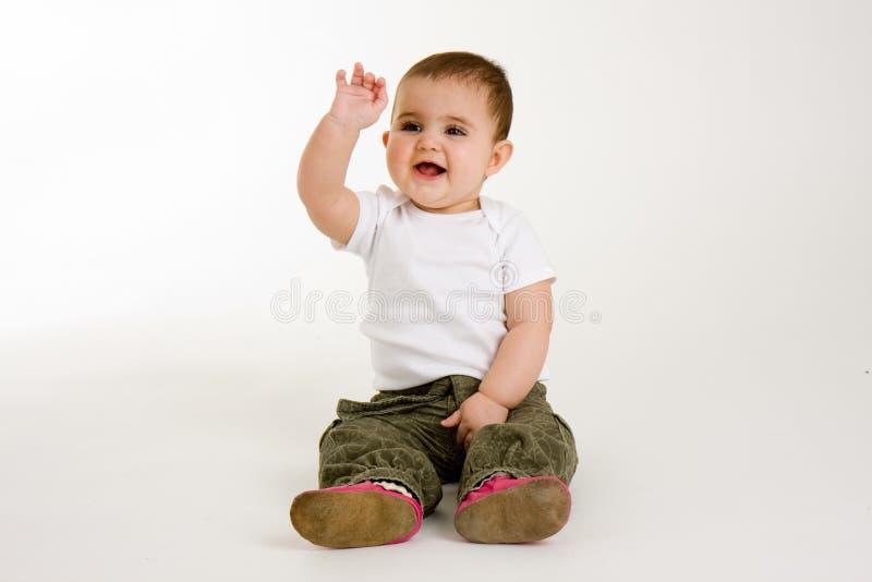 Bebé que agita con una sonrisa imágenes de archivo libres de regalías