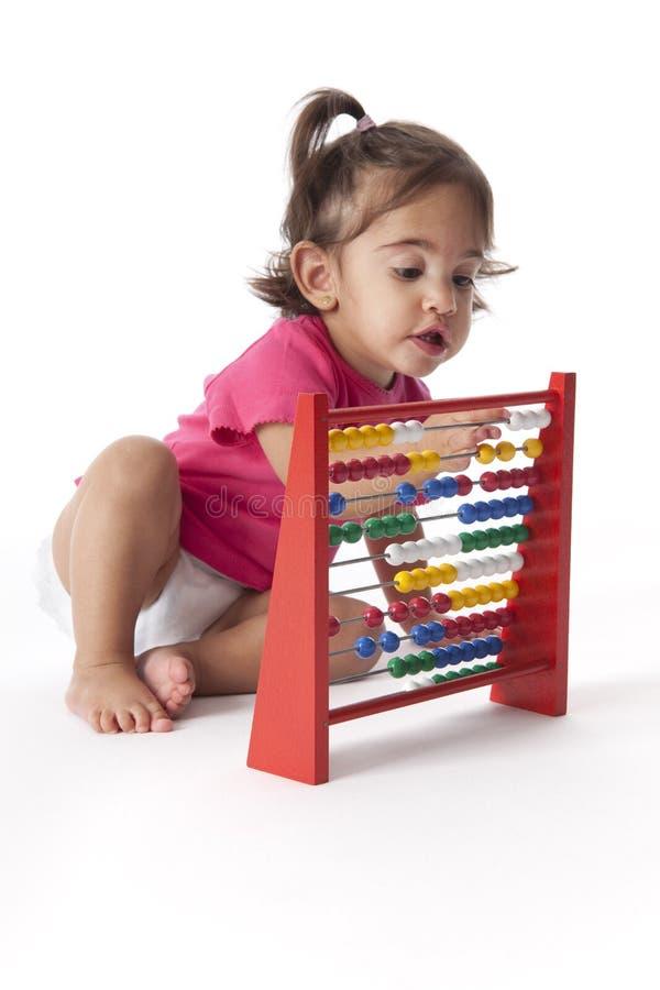Bebé que conta com um ábaco foto de stock royalty free