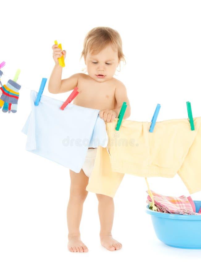 Bebé que hace el lavadero imagen de archivo libre de regalías