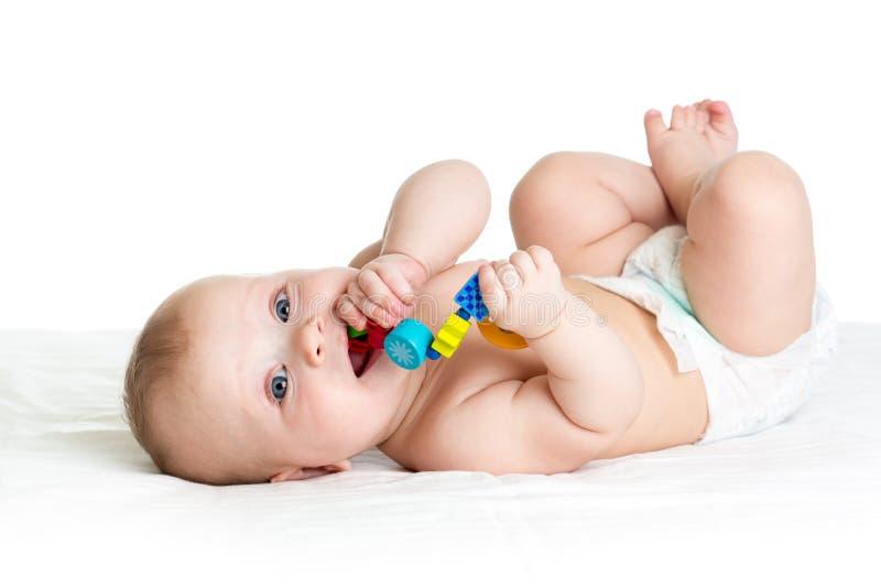 Bebé que miente encendido detrás fotos de archivo libres de regalías