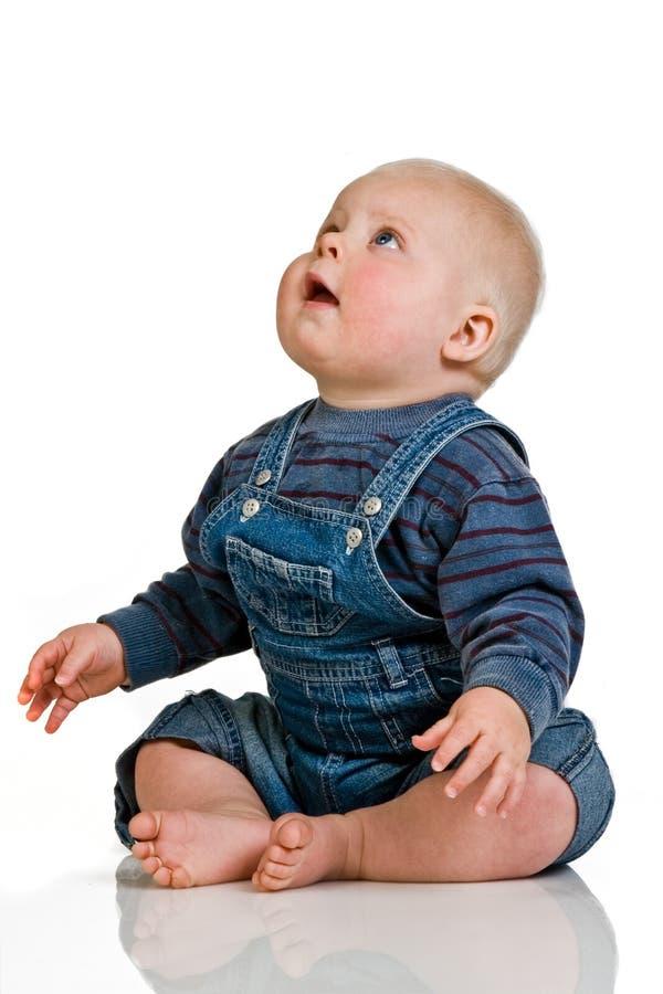 Bebé que mira para arriba fotos de archivo
